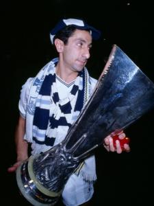 Victorieux de la Coupe UEFA avec Tottenham