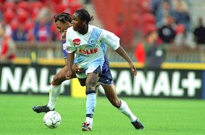 Luyindula en duel avec Edouard Cissé