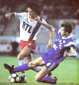 Rocheteau face à l'OM en 1985-1986