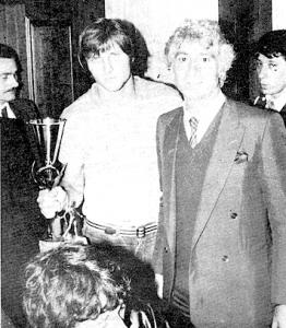 le trophée pour Bathenay et le président Borelli