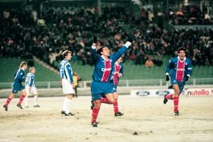 La joie d'Eric Rabesandratana lors du match Goteborg-PSG le 26/11/1997