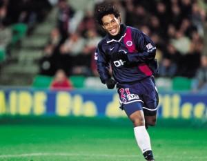 la joie de Ronaldinho après le but de la victoire
