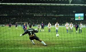 un penalty transformé par Laurent Robert face à Lyon