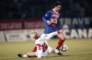 Alain Roche en duel face à Lille en décembre 1993