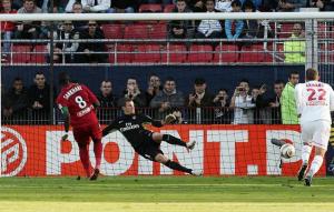 Sankharé buteur sur penalty pour Dijon face à... Douchez
