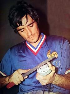 Rostagni, un des premiers joueurs du PSG en équipe de France