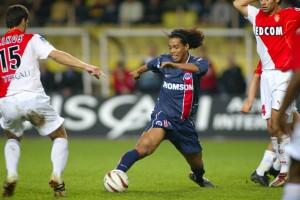 Ronaldinho en duel face à Monaco