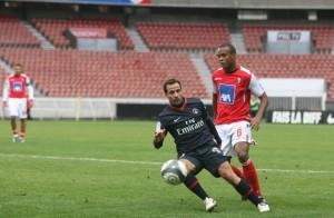 Ludovic Giuly en action dans un stade quasiment vide...