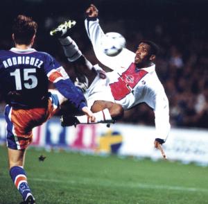 Okocha acrobatique pour le 2000eme but du PSG face à Montpellier