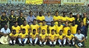 Joel - debout au milieu - avec le Brésil 1970