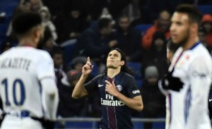 Cavani, roi des buteurs du PSG face à Lyon