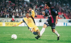 Ronaldinho, double buteur face à Troyes