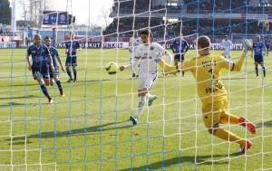 le penalty réussi en deux temps par Cavani à Troyes