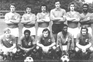 L'équipe du PSG en 1972-1973. Debout : Béreau, Béhier, Turpin, Choquier, Schmitt, Dossevi. Assis : Brost, André, Marella, Laposte, Renaut