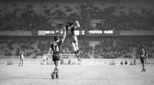 la joie du goleador argentin dans un stade bien vide