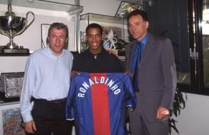 10 avril 2001, Ronaldinho débarque à Paris, trois mois après l'annonce son arrivée