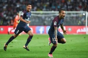 la joie de Daniel Alves après son coup-franc victorieux contre Monaco en début de saison