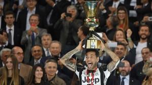 Dani Alves, vainqueur de la Coupe d'Italie avec la Juventus Turinen 2017
