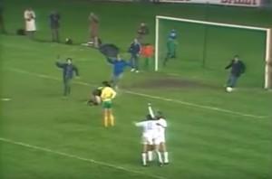 la joie de Stielike face à Nantes, avec des supporters du Real sur la pelouse !