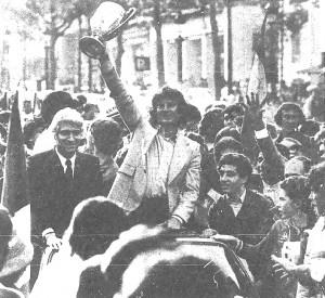 la joie de Georges Peyroche et Francis Borelli sur les Champs-Elysées