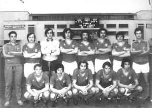 L'équipe du PSG : debout de gauche à droite : Rivet, Py, Schmit, Turpin, Zorzetto, Béhier, Poullain. Assis de gauche à droite : Brost, Zbinden, Renaut, Béreau, Ben Mustapha.