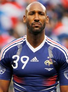 Mbappé égale un autre grand espoir du football français à Paris : Nicolas Anelka