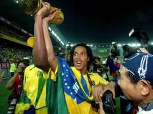 le trophée pour Ronaldinho