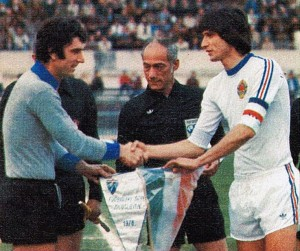 Capitaine de la Yougoslavie face à l'Italie de Dino Zoff