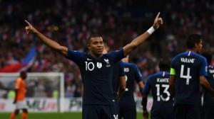Mbappé, dans le top 3 des buteurs du PSG avec l'équipe de France
