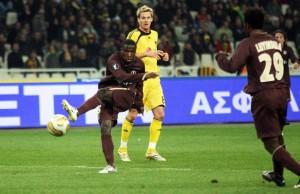 la frappe victoire de Bernard Mendy face à l'AEK Athènes