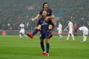la joie du duo Cavani-Mbappé lors du dernier match de l'année 2017 contre Caen