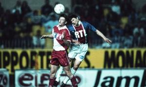 Daniel Bravo en duel face à Monaco en 1993