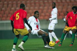 Edel Apoula attaquant face à la Guinée !!