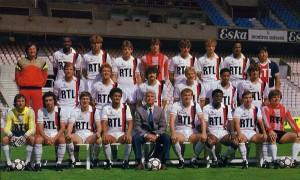 beaucoup de joueurs absents sur cette photo de la saison 1984-1985
